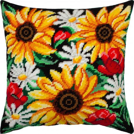 Набор для вышивки подушки Чарівниця Летний букет V-305 фото